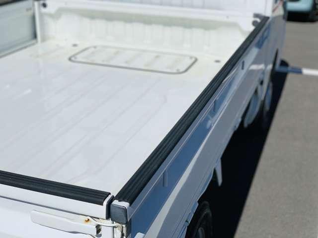 ゲートアッパープレート付き。積荷へのダメージを軽減します。