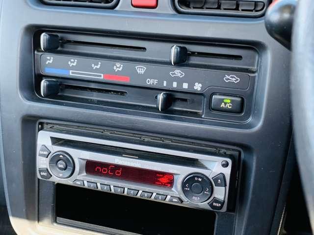 快適なエアコンやパワステ、CDプレイヤーも装備。
