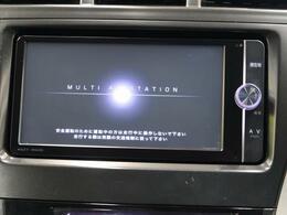 【純正SDナビ】ナビゲーション機能はもちろん、多彩なメディアをお使いいただけます。フルセグTV、Bluetooth接続、CD・DVD再生も可能!