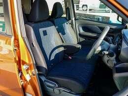 サポート性能に優れたシート左右前席にはシートヒーター付きです。また7つのエアバッグで衝突時の乗員の被害を少なくします。