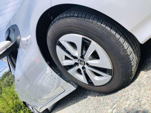 タイヤの溝●●分目。ホイールに目だった外傷ございません。純正アルミホイール装着しています。