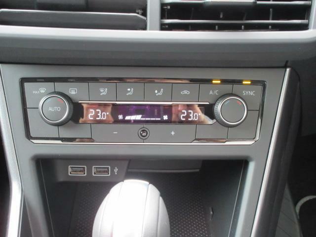 運転席と助手席で、それぞれ独立して温度風量の調整が可能です。
