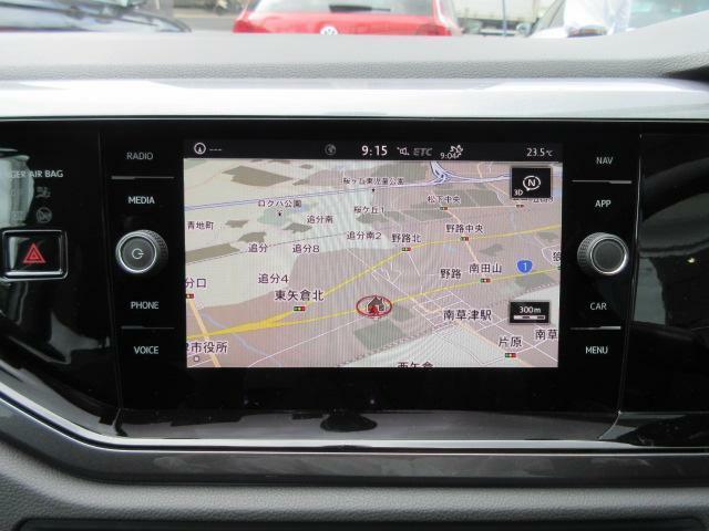 8インチのタッチスクリーンに、センサーボタンとダイヤルを採用することで高い視認性とスムーズな操作性を実現!