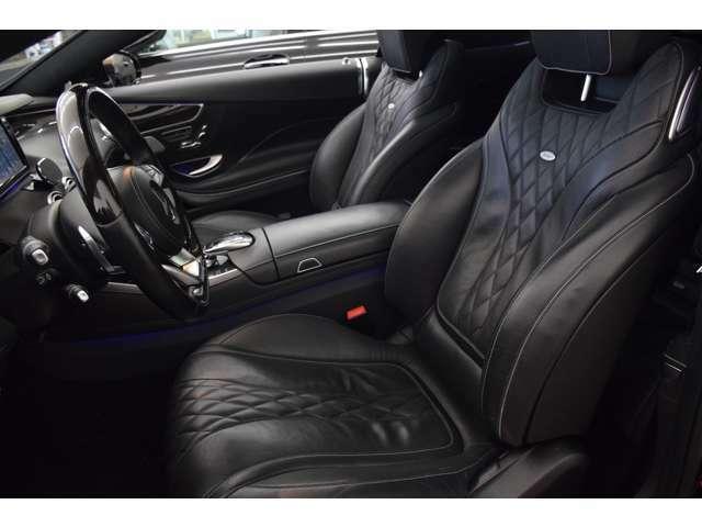 ブラックレザーシートは高級感ある室内を演出し、ファブリックシートより耐久性もアップしております。