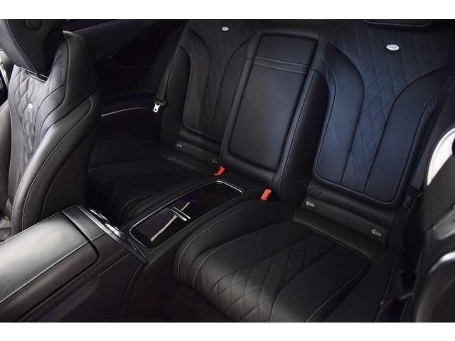 後席はさらに良い状態です。この状態であれば現車確認不要といっても過言ではありません。