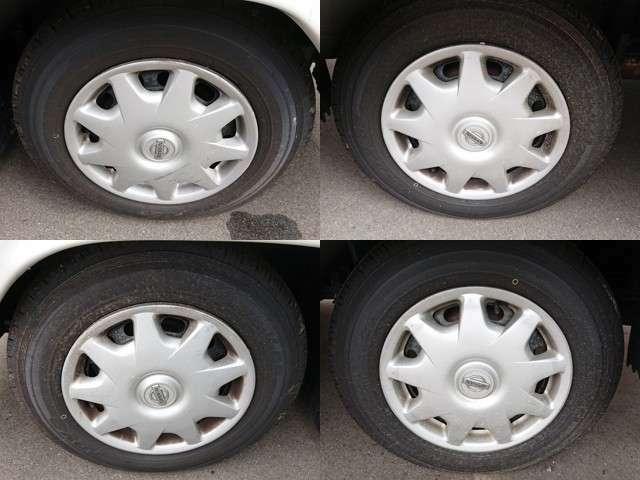 タイヤの溝は、4mm程度です。
