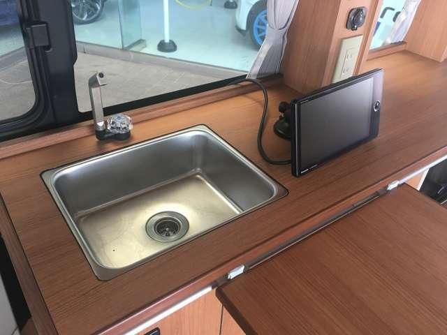 簡単な洗い物が出来るシンクも装備