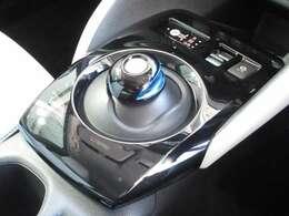 電気自動車のシフト操作はプリウス方式で、簡単操作ですぐ慣れるのでご安心ください