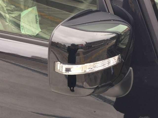 視認性ウインカー付きミラー!ちょっとした事ですがウインカーを相手にしっかり見せれることで防衛運転もバッチリ!デザインと機能を両立させた今ではなくてはならない装備です!!