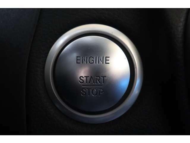 キーを身に付けたままドアノブに触れる事で開錠&施錠が行えるスマートエントリーシステムを搭載!キーを取り出す事無くプッシュスタートボタンを押す事でエンジン始動&停止が行えるキーレスゴーシステムです!