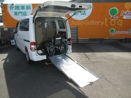 スライド式スロープ☆ゆとりのある開口高で乗り込みの際も安定感があり安心です!!(車椅子は装備例)