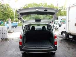荷室部分の開口部も広く、リアシートを倒すと積載スペースも広々です。