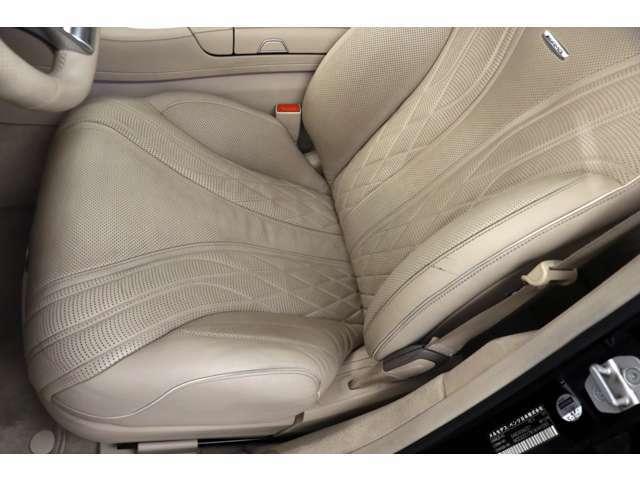 運転席は目立つキズ擦れなく綺麗な状態を保っております!!