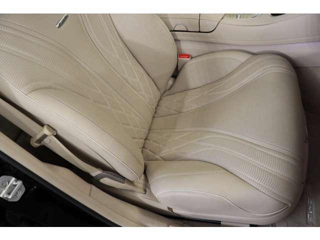 助手席も目立つキズ擦れなく綺麗な状態を保っております!!