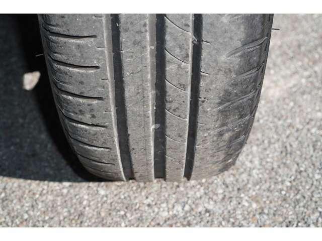 タイヤ溝はまだまだございます。ご納車後もご安心でございます♪