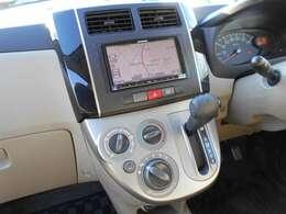 ワンセグTV・CDチューナー付きナビゲーション搭載。長距離ドライブでも快適ですね。