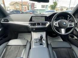 BMWならではのコックピット!!高級感があり、かつシンプルなデザインに飽きがこないとご好評いただいております。