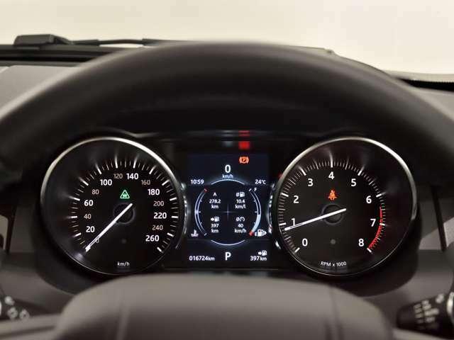 スピードメーターには時刻、瞬間/平均燃費、走行距離、平均速度、運転時間、外気温度、メニュー機能を表示することができます。