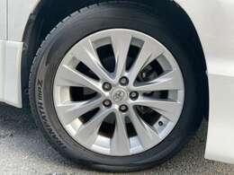 タイヤサイズは235/50R18です。タイヤ溝は7ミリございます。