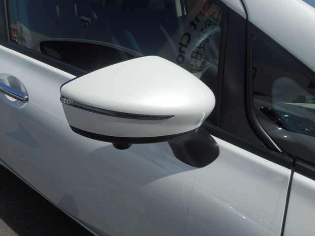 ウィンカー付のドアミラー。対向車により分かりやすく右左折を教えてくれます。