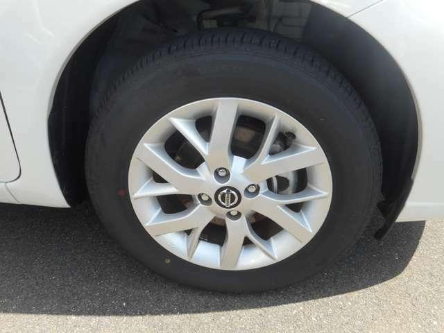 日産純正のアルミホイール。タイヤサイズ 185/65R15