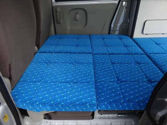 厚みのある清潔感あふれるクッションシートになります。必要な所だけ敷けるよう分割になっています。