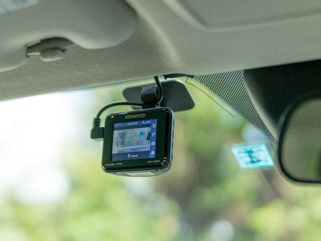 Bプラン画像:今需要が格段と増しているドライブレコーダー小型の本体で目立ちません!走行中の不慮の事故はもちろん、停車中のいたずらや当て逃げもしっかり記録します!