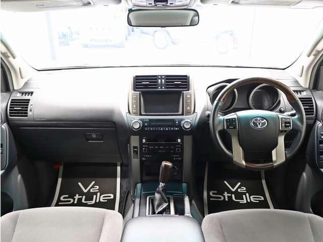 車内クリーニングは選任スタッフが一台一台丁寧に施工しております。各部リペアや車内消臭も施工しておりますので、安心してお買い求め頂けます。