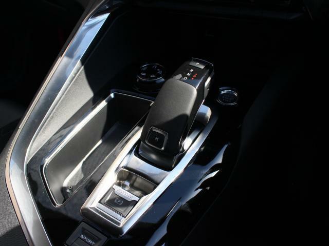 最新鋭の8速AT。走りのクオリティーと燃費性能をも向上させています。
