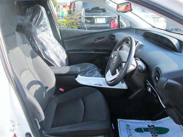 ◎運転席もゆったりスペースがありますよ!!