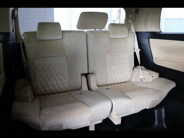 3列シート 8人乗りで大人数でのドライブが楽しめます。