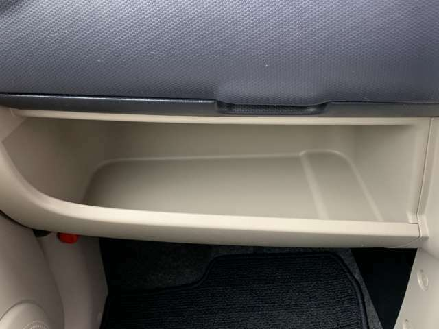 ☆助手席側インパネにティッシュボックスを入れるのに適している収納スペースがります。