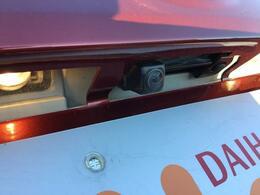 駐車時の後方安全確認に有効なバックカメラ付きです!バックカメラ対応純正ナビのご案内も当店にお任せ下さい♪