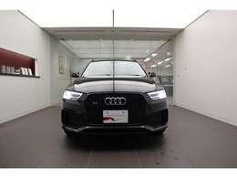 ■Audiが最初に採用したLEDポジショニングライト。視認性が高く安全性が向上するだけでなく、Audiの洗練されたデザインに溶け込み、一目でAudiだとわかるほど、お車の印象を際立たせてくれます。