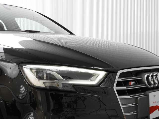 【マトリックスLEDヘッドライト】対向車や先行車を検知すると、その部分のハイビームLEDだけを消灯または減光させることで、周囲に迷惑をかけることなく常時ハイビームを利用することが可能です。