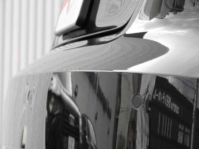 【アウディパーキングシステム】バック駐車の際にリアカメラと前後障害物センサーによって音と画像で障害物までの距離をドライバーに知らせます。