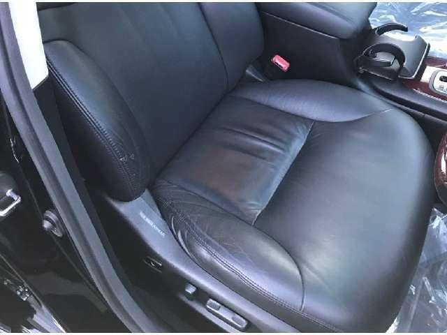 黒革電動シート、