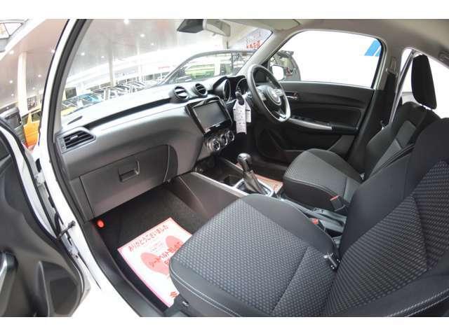 フロント2席にはシートヒーターも搭載されていますので、寒い冬場の季節はあると重宝しますよ~◎1回使うともうシートヒーターない車には乗れないというユーザー様も多い隠れた人気装備の1つです。