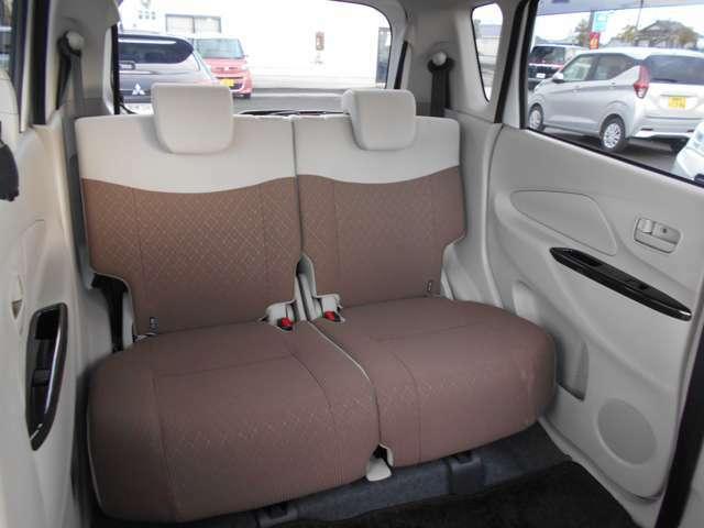 リヤシートを前に動かせば、ラゲッジルームが広がります!乗車人数や荷物の量に応じてアレンジ可能!