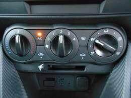 運転中の操作も簡単に出来る、ダイヤル式のマニュアルエアコンです。