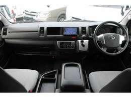 6速AT/運転席エアバッグ/ABS/キーレス/イモビライザー/ETC車載器/フロントオートエアコン/リヤクーラー/リヤヒーター/純正フロアマットが装備されています。