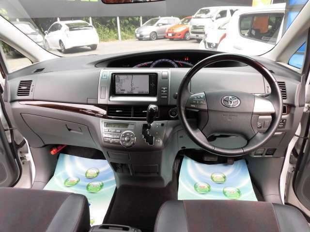 とてもスタイリッシュなデザインのコクピットです^^貴方は誰とドライブに出かけますか^^タイヤ4本新品にて納車致します^^