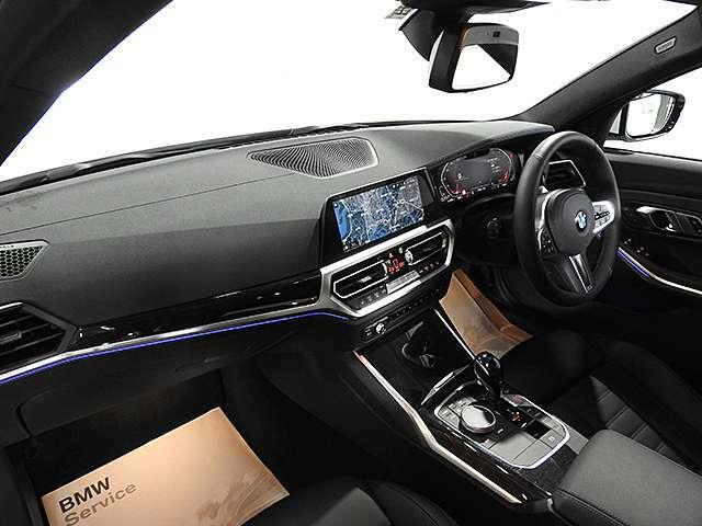 HDDナビ、電動レザーシート、19インチAW、ACC、電動リアゲート、ワイヤレス充電、ドライビングアシスト、駐車アシスト、シートヒーター、グレーウッドトリム
