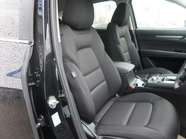 運転席は視点が高いので、大型のSUVですが女性の方も運転がしやすいと思いますよ☆