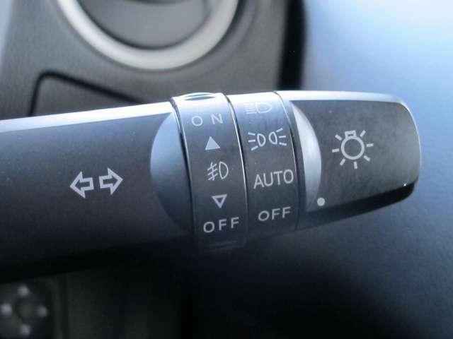 ヘッドライトの点灯を自動でしてくれます!トンネル内や日暮れ時に自動で点灯しますので、便利ですね♪
