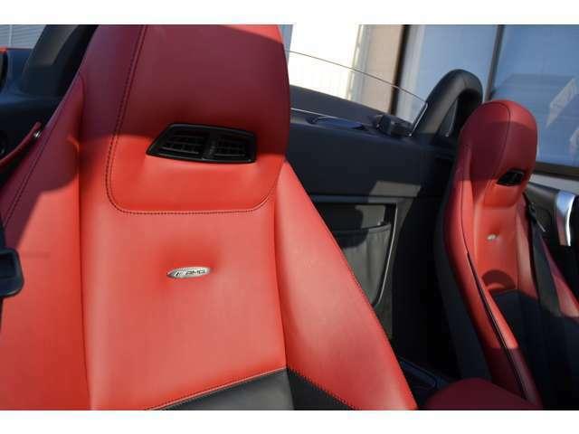 エアスカーフ ブラック&レッドツートンナッパレザーシート シートヒーター