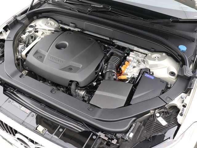 純粋な電気自動車として走る「Pure」モードが選択された場合は、40.9km(充電電力使用時走行距離)の走行が可能です。必要な時には瞬時に高性能なガソリンエンジンを始動させる為、航続距離の心配はありません。