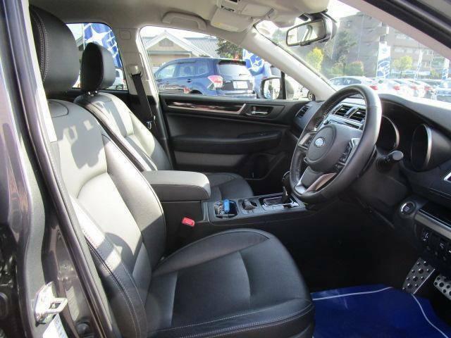 運転席助手席ともにパワーシートでベストポジションが見つかりますよ!