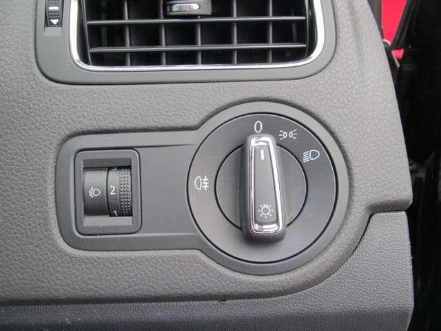 ドイツ車ならではのダイヤル式スイッチ。
