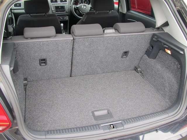 ラゲッジスペースは後部座席を倒し、拡張可能。